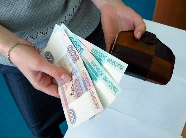 Российские компании планируют урезать зарплаты сотрудникам из-за пандемии
