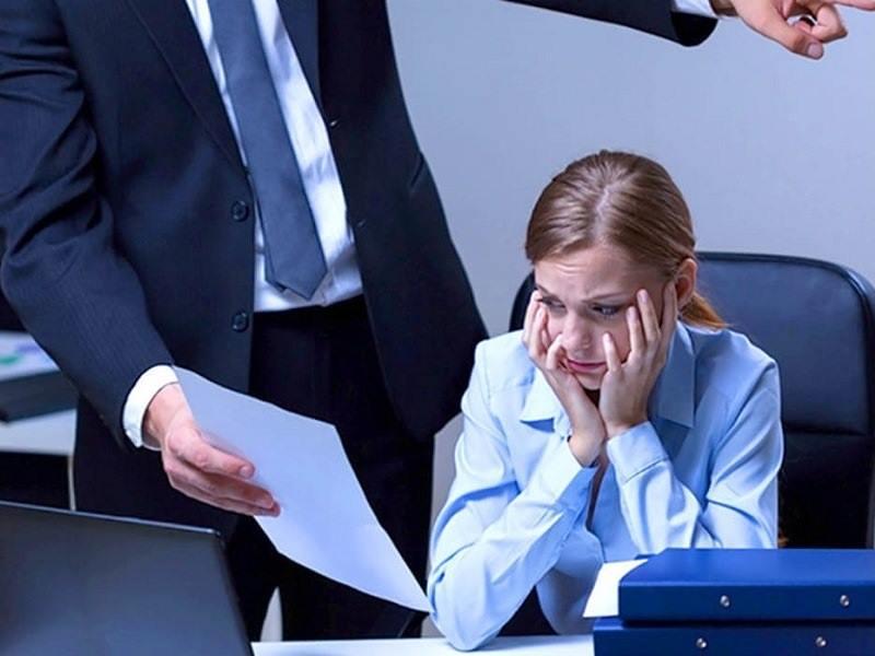 Можно ли за дисциплинарный проступок лишить работника премии?